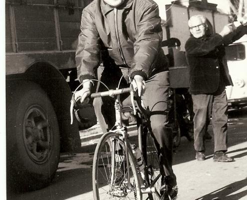 Luis Puig en bicicleta
