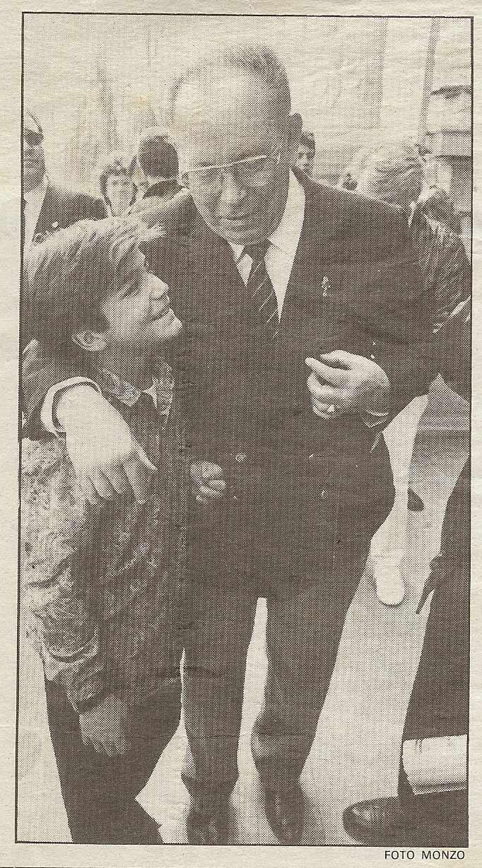 Luis Puig con su nieto Diego Puig en el Palco del Ayuntamiento de Valencia